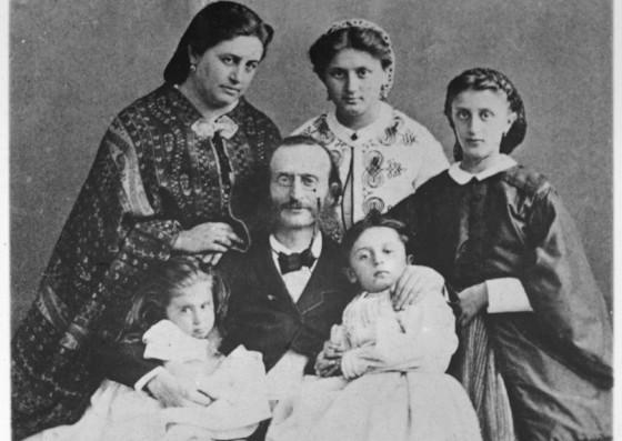 Жак Оффенбах с семьей