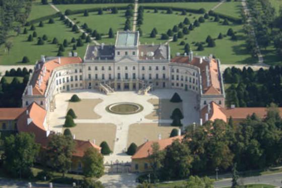 Дворец Экстехази, в котором работал Йозеф Гайдн