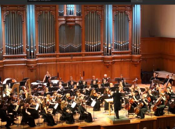 оркестр исполняет «Сказочные картинки» Лядова
